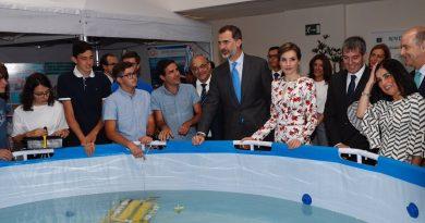Visita de SS.MM Los Reyes de España al taller EDUROVs