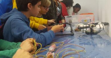 Alumnos de enseñanza secundaria de Grecia y Estonia y del IES Schamann visitan PLOCAN en el marco de un proyecto Erasmus+ de robótica